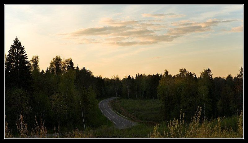 дорога лес небо По извилистой дороге ...photo preview