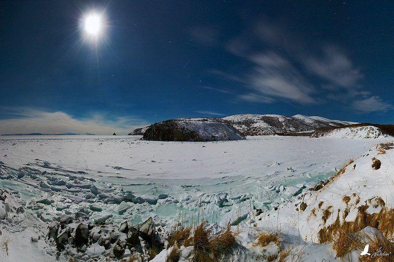магадан, бухта, веселая, остров, вдовушка, три, брата, ночь, луна, зима, лед Звездный деньphoto preview
