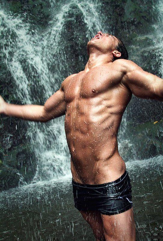 парень присылает фото с голым торсом