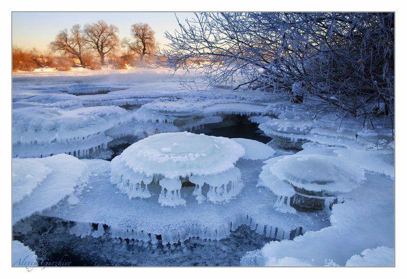 Причуды зимней рекиphoto preview