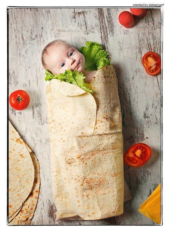 дети, ребенок, шаурма, шаверма, еда, завернут, малыш, помидоры, салат, лаваш, на столе Папа любит шаурму .)photo preview