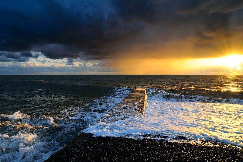 россия, краснодарский край, черное море, сочи, адлер The Sunshowerphoto preview