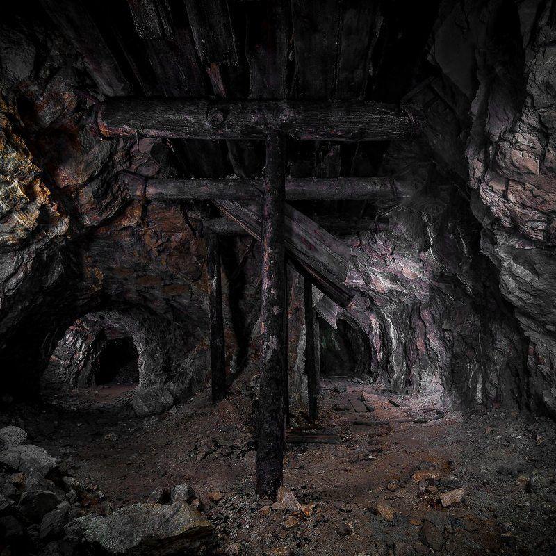 штольня, пещера в старой штольнеphoto preview