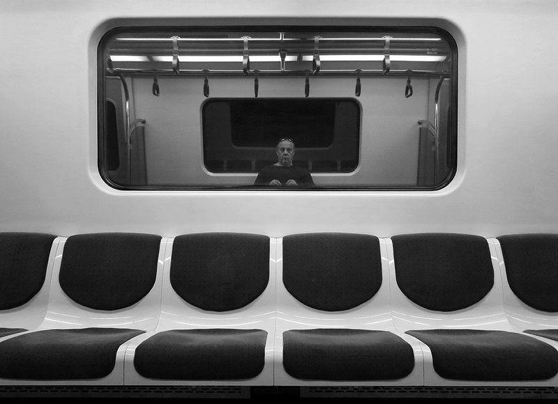 Автопортрет в метро ...photo preview