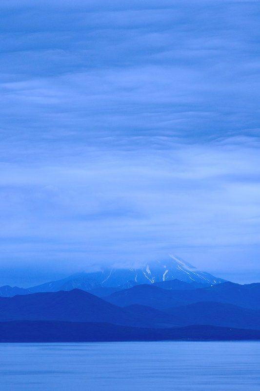 россия, полуостров камчатка, петропавловск-камчатский, авачинская бухта, вулкан вилючинский Shy Volcanophoto preview