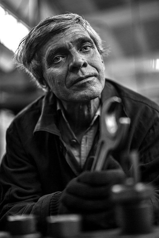 Портрет работника завода.photo preview