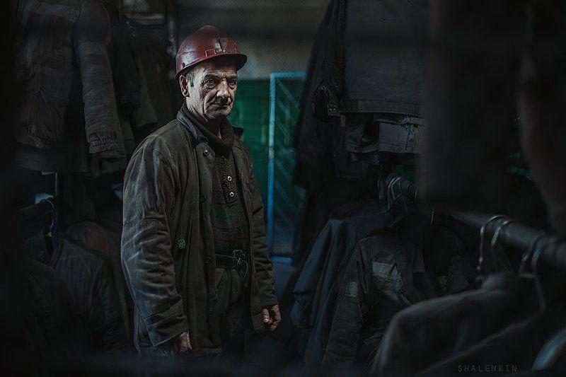 шахтер, портрет, жанр, раздевалка, шахта, добыча угля, coal, mining, coal mining, portrait, russia, kuzbass in the locker roomphoto preview