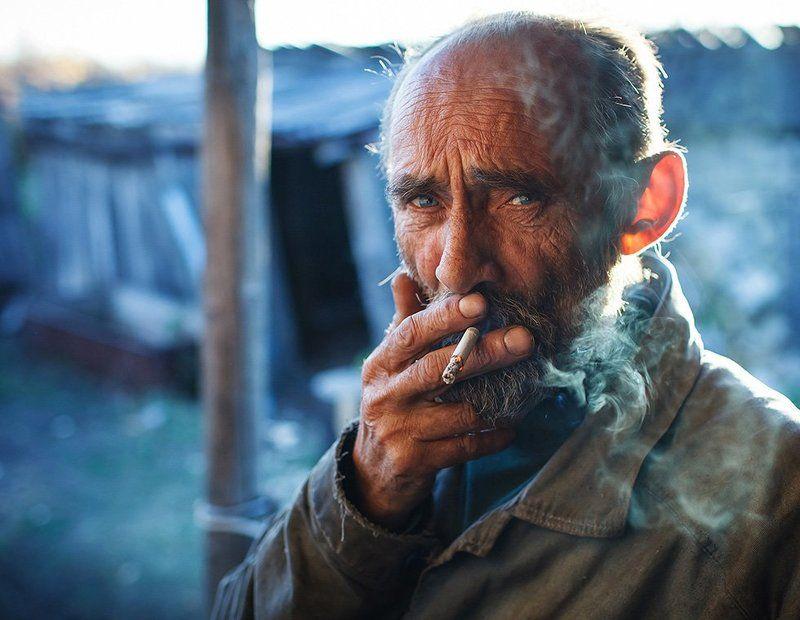 Портрет с сигаретойphoto preview